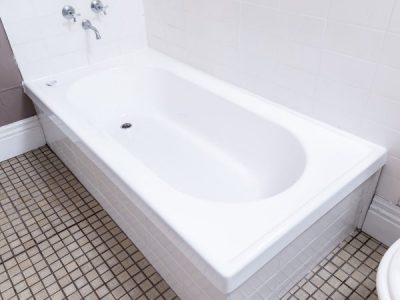 Bathtub Relining VS Replacement