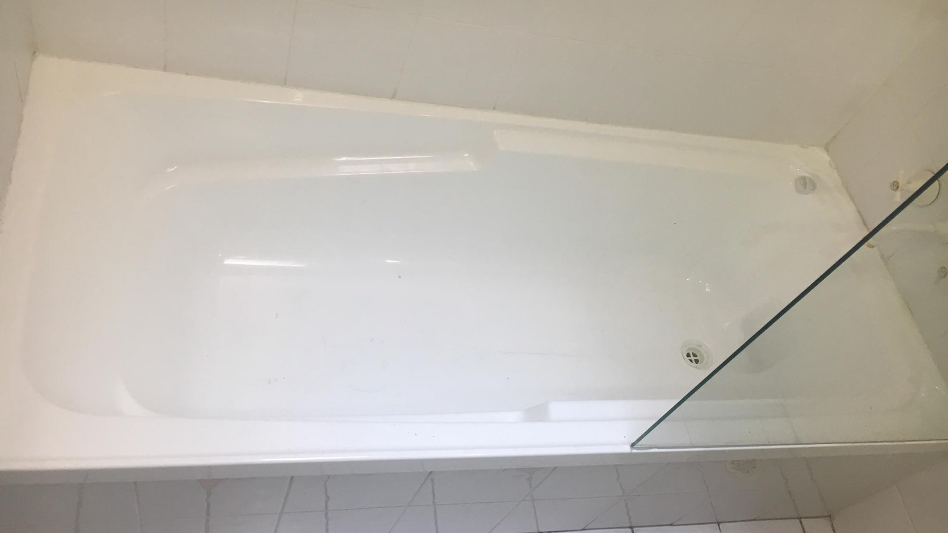 cracked bathtub