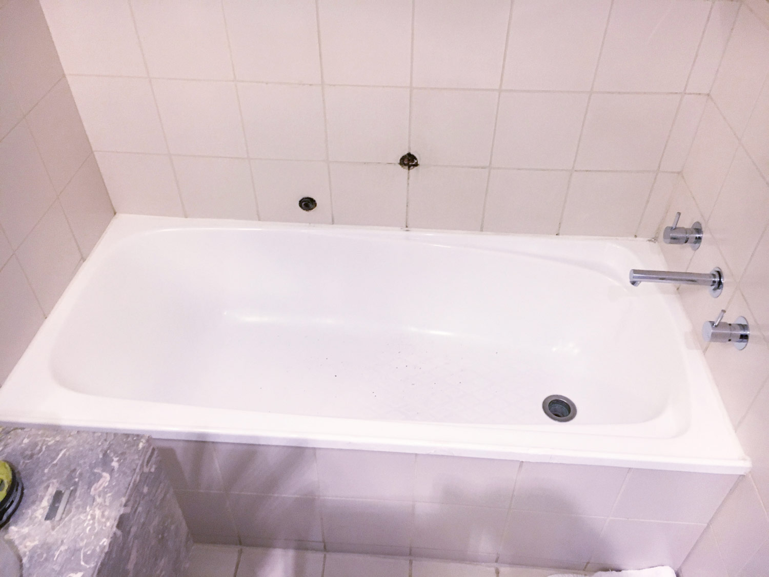Bath Relining: Crowne Plaza, December 2017