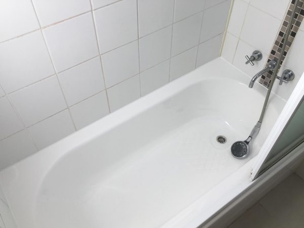Everton Park, Queensland Bath Repair with Original Screen Removal and Refit