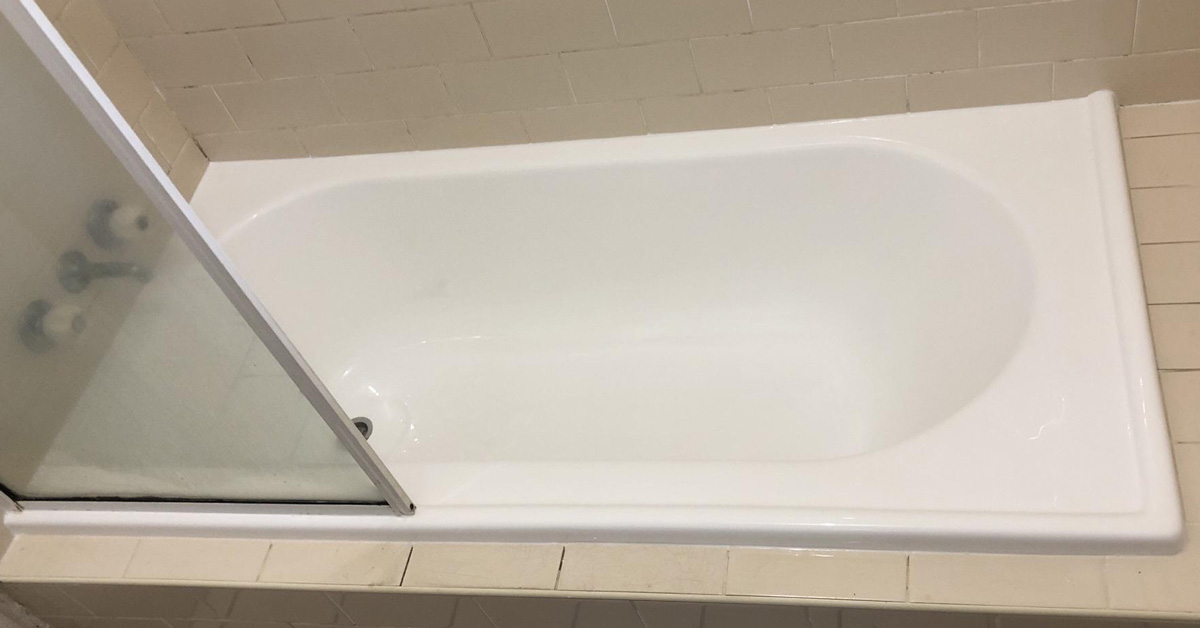 Inner Bath carry out bath relining services to repair cracked, peeling and scratched baths. Transform your old, worn bathtub with a new bath insert!