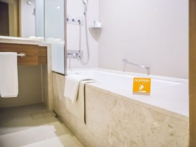 Hotel Bath Repair – Replace Baths Quickly and Cheaply with Inner Bath